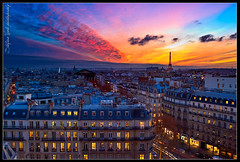 Sunset over Paris (Stefano Viola) Tags: christmas sunset people paris love colors canon tramonto eiffeltower noel torreeiffel romantic natale parigi nuances sfumature 50d
