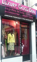 La boutique (Rireman) Tags: boutique hautecouture miroir affiche dégriffés impressiondécran