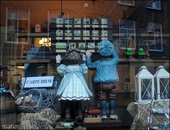 Ot & Sien (MiChaH) Tags: reflection window shop dolls weekend etalage winkel windowshopping raam reflectie poppen etalagepoppen winkelen oudhollands otsien