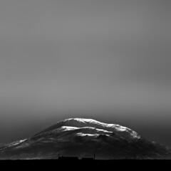 an reachtain mhór (Seán Venn) Tags: ireland white mountain snow black contrast canon lens eos high head mark 14 hill ii co l 5d capped 70200 f4 donegal converter malin 14x urris dunaff mhór reachtain 470200