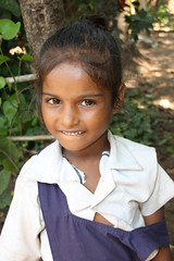 School girl before having her  lunch of fish curry rice - Terre d'Espoir (Pondspider) Tags: poverty india children child goa enfants enfant colva linde pauvret migrantworkers anneroberts annecattrell terredespoir janinegaiddon pondspider charitfranaise