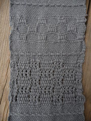 Undulating Mexican Lace (with weft float border), Honeycomb