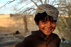 [フリー画像] [人物写真] [子供ポートレイト] [外国の子供] [少年/男の子] [笑顔/スマイル] [アフガニスタン人]     [フリー素材]