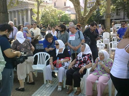 Madres en la Plaza de Mayo (3)