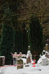 100212MA013.jpg (Michael Arning / Blickpunkt-Hamburg) Tags: friedhof deutschland europa hamburg grab grad grabstein tod polizei tote ohlsdorf toter leiche suizid selbstmord leichen eichenweg freitod selbsttoetung grabstaette leichenfund