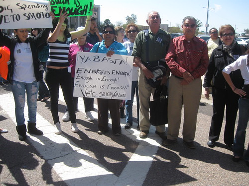 Letreros contra Ley SB1070 Arizona