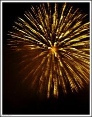 Palmera (RCG06) Tags: españa color valencia yellow spain colores amarillo fuego palmera castillo fallas falles traca eligetucolor