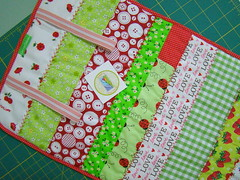 Porta tudo Patch (Carina Esteves) Tags: love braslia handmade feitomo fabric boto patch patchwork cereja joaninha tecido vis sianinha portatudo portamaquiagem carinaesteves