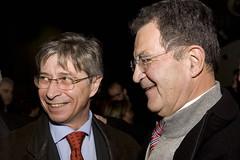 Vasco Errani sorridente accanto a Prodi