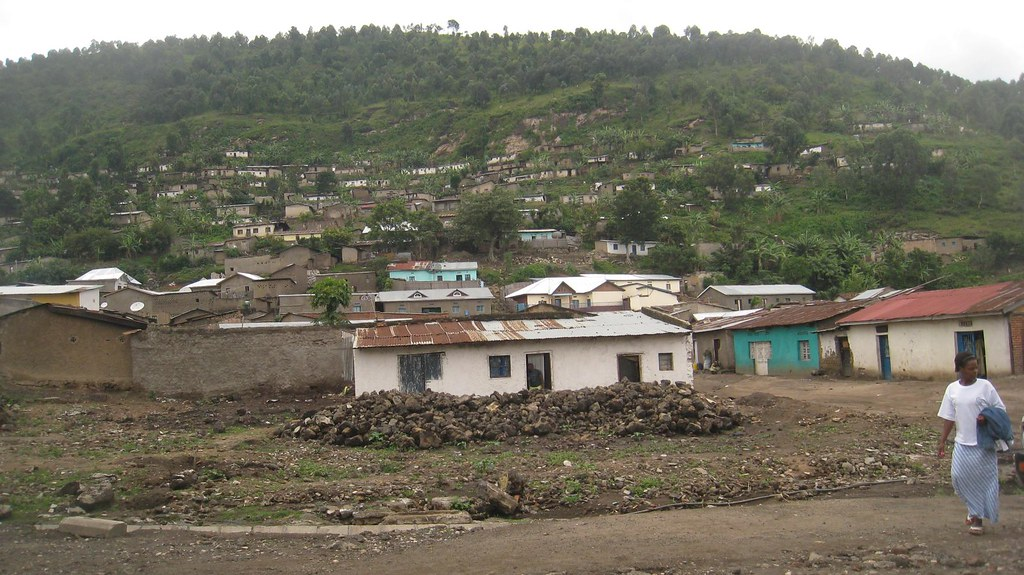 Homes mix amongst the banana trees on the hills of Gisenyi.