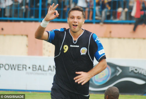 roman chmelo arema indonesia photo