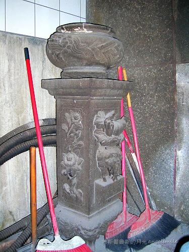 基隆‧城隍廟的雕花石柱