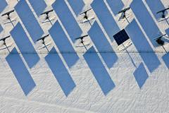 cold solar power (Aerial Photography) Tags: schnee winter shadow snow graphicart bayern deutschland graphics grafik aerial schatten deu solarpanels luftbild luftaufnahme solarenergie photovoltaik alternativeenergie solarfeld fotoklausleidorfwwwleidorfde 18032010 freilandanlage dreiachsigesolarpanels 1ds39140 untergriesbachlkrpassau