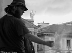 Un filo sottile (tizianotoma) Tags: roma torino nikon flickr foto shot gente picture blues bn coolpix dettagli attimi amore doriana p90 abbraccio momenti scatto tiziano colomba tizianotoma