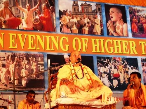 H H Jayapataka Swami in Tirupati 2006 - 0065 por ISKCON desire  tree.