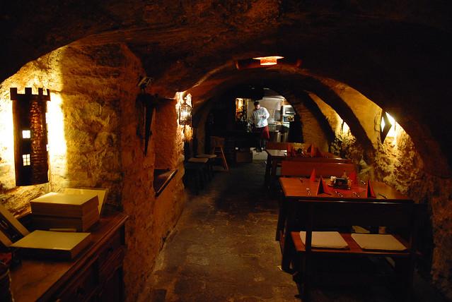 Cesky Krumlov 庫倫諾夫:「老風情」百年地窖餐廳