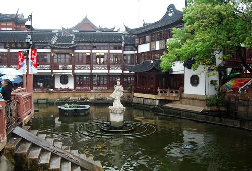 i26 - Yùyúan Statue & Pond