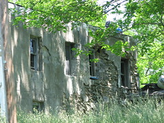 ABANDONED BUILDING (richie 59) Tags: old trees usa abandoned overgrown america buildings outside ruins stones country ruin oldbuildings drives newyorkstate oldbuilding obsolete 2010 nystate abandonedbuilding abandonedbuildings hudsonvalley abandonedstructure crumblingwall ulstercounty midhudsonvalley oldstonebuilding ulstercountyny abandonedstonebuilding 2010s may2010 townofmarlboroughny may302010 townofmarlborough