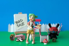 Yotsuba is having a yard sale!