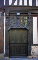 Old wooden house door in Verneuil-sur-Avre (Sokleine) Tags: door wood sculpture france wooden porte normandie tor 27 normandy tr bois eure verneuilsuravre