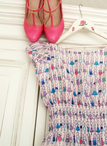 Rabbit print dress + pink shoooooooes
