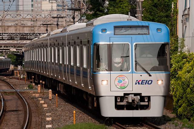 京王電鉄井の頭線1000系 1028F 東松原あじさいライトアップHM取付