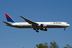 N833MH - 29706 - Delta Air Lines - Boeing 767-432ER - 100617 - Heathrow - Steven Gray - IMG_4099