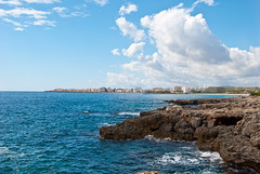 Bucht von Sa Coma (a.steltner) Tags: blue sea vacation sky nature water clouds bay spain nikon meer wasser urlaub natur himmel wolken hotels blau mallorca spanien mediterraneansea balearen bucht d60 mittelmeer islasbaleares sacoma nikond60 sillot
