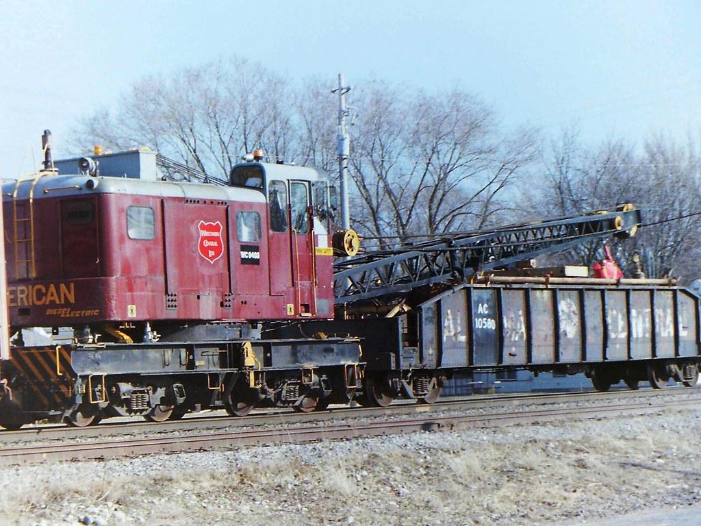 Wisconsin Crane Crane 9403 & Algoma Central gon