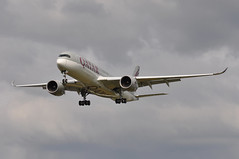 'QR5V' (QR0001) DOH-LHR (A380spotter) Tags: approach landing arrival finals shortfinals airbus a350 a350xwb™ xtrawidebody extra 900 a7all qatar القطرية qatarairways qtr qr qr5v qr0001 dohlhr runway27l 27l london heathrow egll lhr