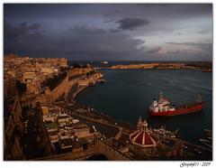 Ouverture sur la Mer (Greyshift11) Tags: mer port docks canon lumix la eau bateaux panasonic g1 mm fortification nuages bateau 45mm ville orage dmc malte tempête 1445 tempete valetta valette 14mm portuaire dmcg1