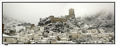 Castillo de la Yedra (MendaLerenda) Tags: sky espaa snow castle clouds landscape luces spain nikon d70 nieve andalucia nubes arabe andalusia oldtown castillo jan cazorla