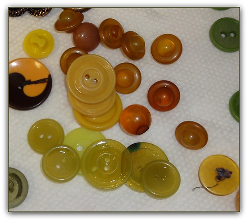 vintage buttons yellow