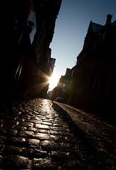 L'homme du Mans qui voulait imiter la femme de Lille (RVLT (Finoush)) Tags: street old city winter sunset canon town hiver jour mans le rue 1022 contre vieux pavs sarthe 450d