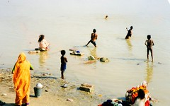 img053 (southgateman1) Tags: india bathing
