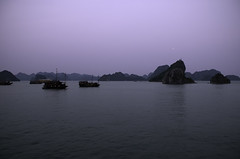 m o o n (BB (O.)) Tags: morning moon water sunrise boat junk nikon rocks asia colours unesco vietnam caves limestone bb setting emerald isles halong halongbay d300 o karsts 530am quangning
