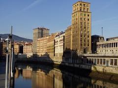 Rascacielos de Bailén - Muelle de la Naja, Bilbao (twiga_swala) Tags: río puente muelle spain downtown centro ciudad bilbao bizkaia basque euskadi vizcaya arenal rascacielos nervión coutry bailén ría naja