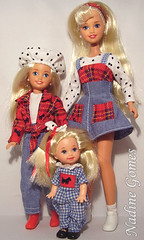 Barbie sisters (Nadine Gomes) Tags: sisters stacie barbie skipper kelly 1995 giftset travelin