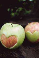 (Meline Débora) Tags: applegreen appleheart applered maçaverde nikond3000 maçavermelha maçacomcoração