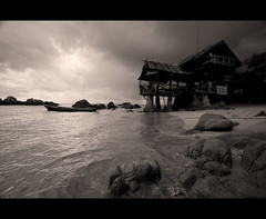 Pirate bay (Wilfried.B) Tags: travel sea blackandwhite bw mer seascape beach nature sepia canon thailand island angle noiretblanc wide wideangle filter tropical polarizer koh tao 1022mm kohtao kao thailande baan photomatix piratebay 40d wilfriedb