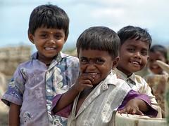 Kinder am Strand von Rameshwaram (Claudia L aus B) Tags: life street india beach strand children sand leute kinder indien tamil nadu peoble strasenszene wwwphotoempirede photoempire claudialeverentz