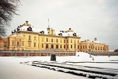 Drottningholms Slott (2) (tessarian) Tags: kodak sweden stockholm palace contax 100 sverige zeissikon 135 iiia drottningholm ektar carlzeiss biogon slott 3528 opton ekerö
