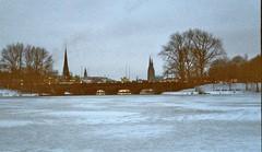 Agfa_001_1A_Blick in Richtung Ballindamm und Jungfernstieg (Maecius) Tags: winter film ice analog germany deutschland hamburg alster eis alsterlake outeralster ausenalster alstereis fujifilmzoomdatef28 akafujisilvif28 astavista800
