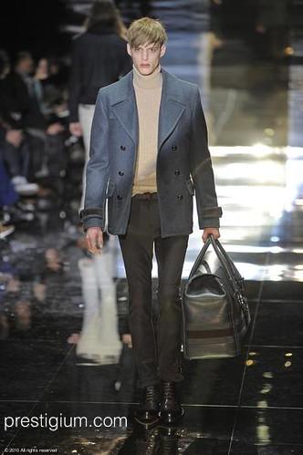 Benoni Loos3050_FW10_Milan_Gucci(prestigium com)