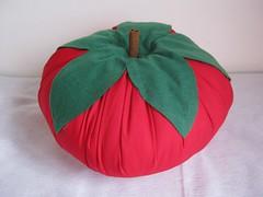 Tomatãoooooo! (Arte & Mimos) Tags: fuxico tomate lavanda