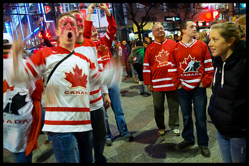 Canadian hockey fans celebrate