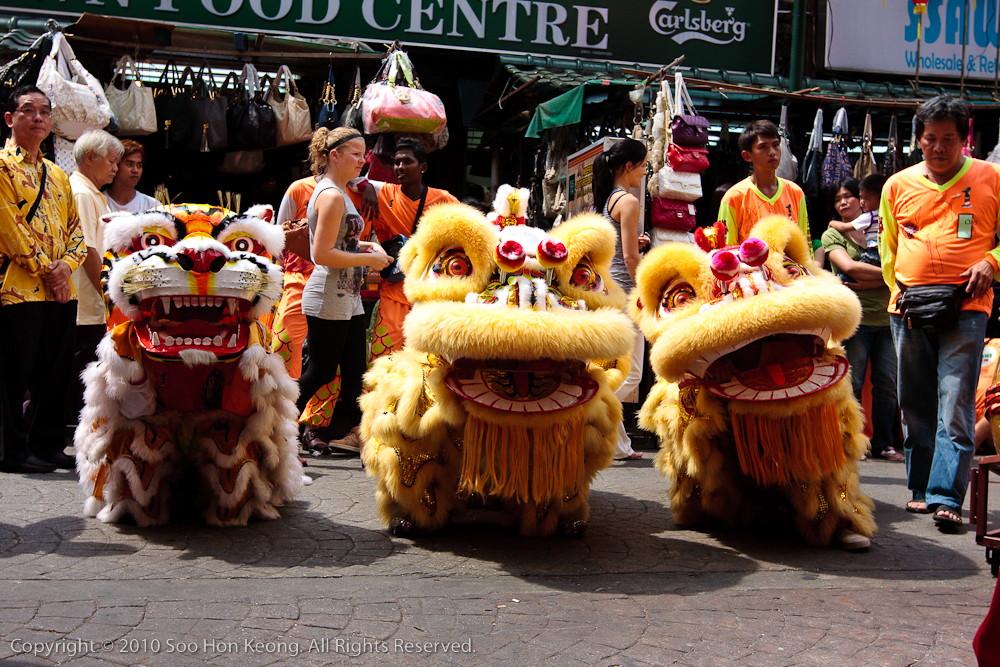 """""""Lion"""" & """"Tiger"""" Waiting @ Petaling Street, KL, Malaysia"""