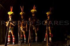 Indios do Xingu - Kalapalo (www.renatosoares.com.br) Tags: brasil xingu indios festa cultura indigenas matogrosso aldeia adornos flautas maloca kuarup pinturacorporal karib quarup kalapalo villasbôas