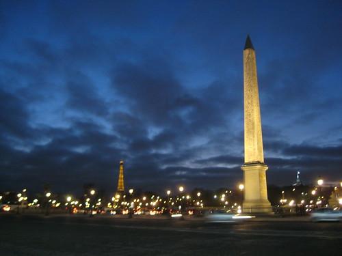 Wer ist größer? Eiffelturm oder Obelisk?