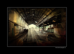 Factory of broken dreams IV (DavidZurita) Tags: light david color texture textura luz rural nikon factory desert amarillo ambient alava nikkor paja euskalherria euskadi fabrica araya misterio ambiente pasado d300 rurales zurita abandona alavavision d300s davidzurita magiayfotografia